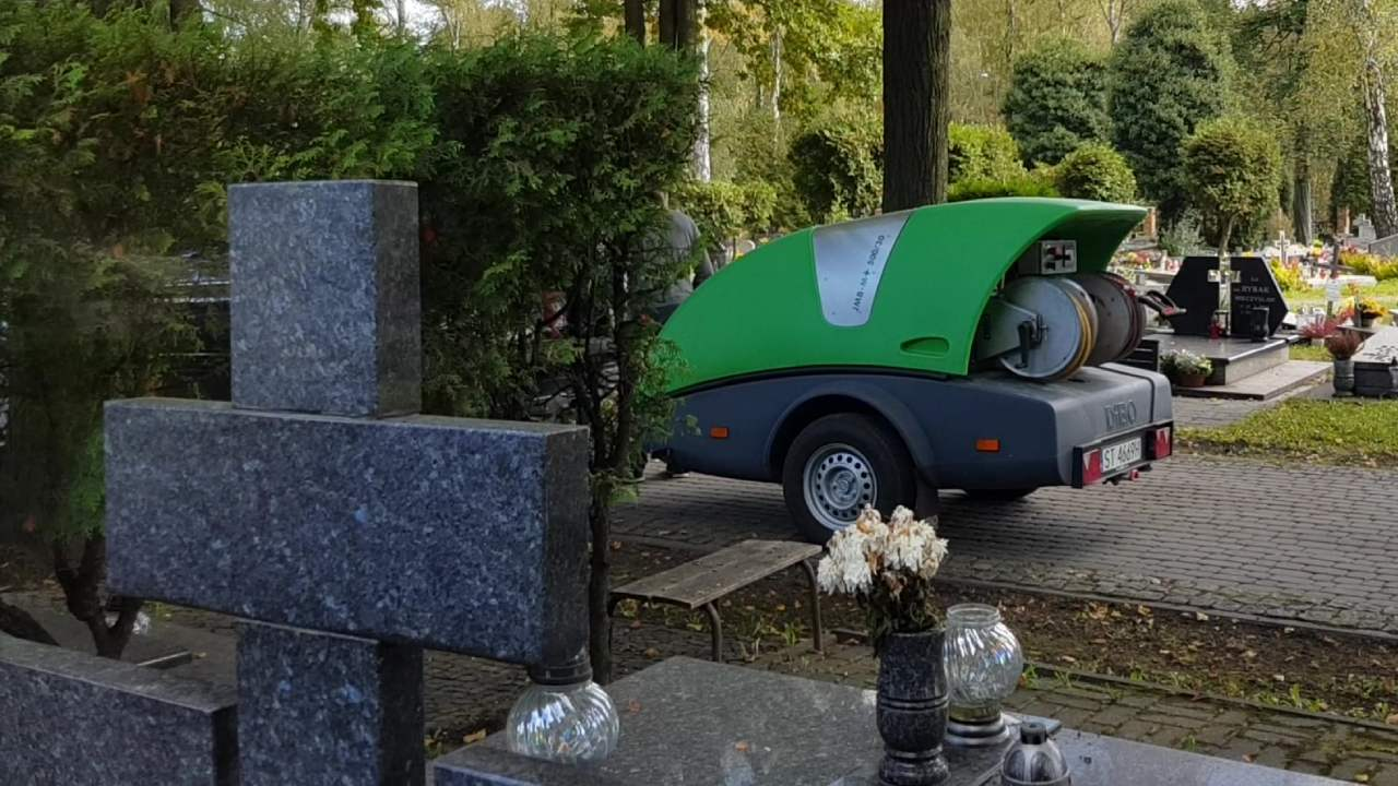 Mycie grobów przy użyciu myjki ciśnieniowej