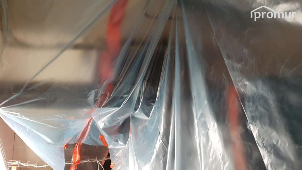Improwizowany namiot przeciwpyłowy jako dodatkowe zabezpieczenie